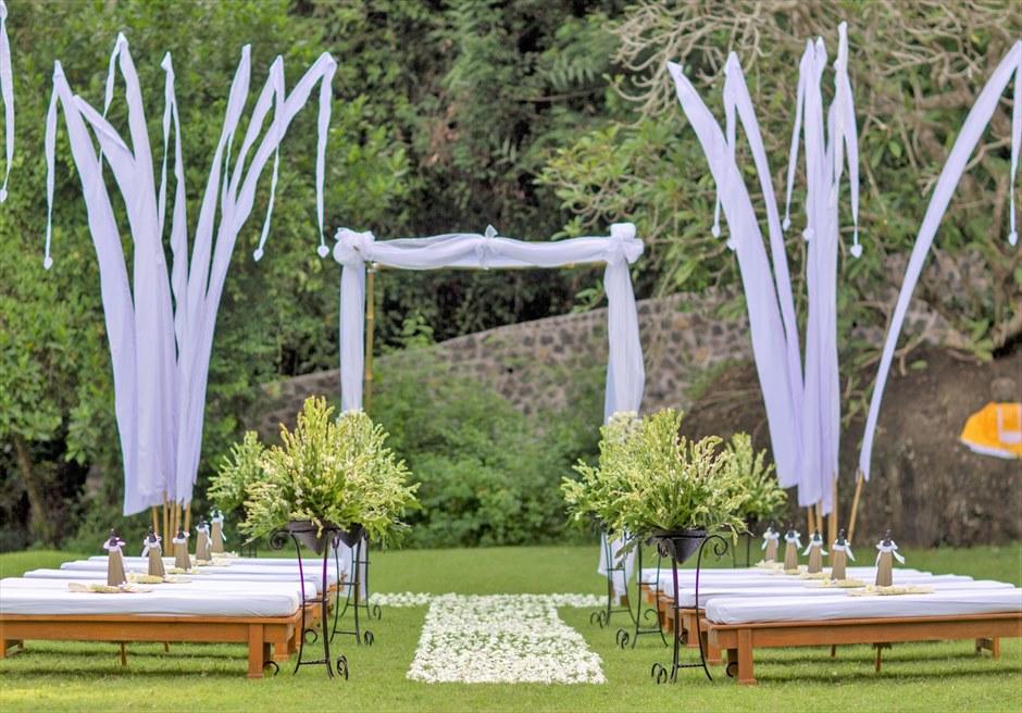 アマンキラ ガーデン・ウェディング 挙式会場全景 ウェスタン・スタイル 基本装飾