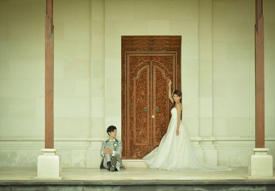 バグース・ジャティ・ヘルス&ウェルビーング・リゾート<br /> 伝統的なバリ建築の門<br />