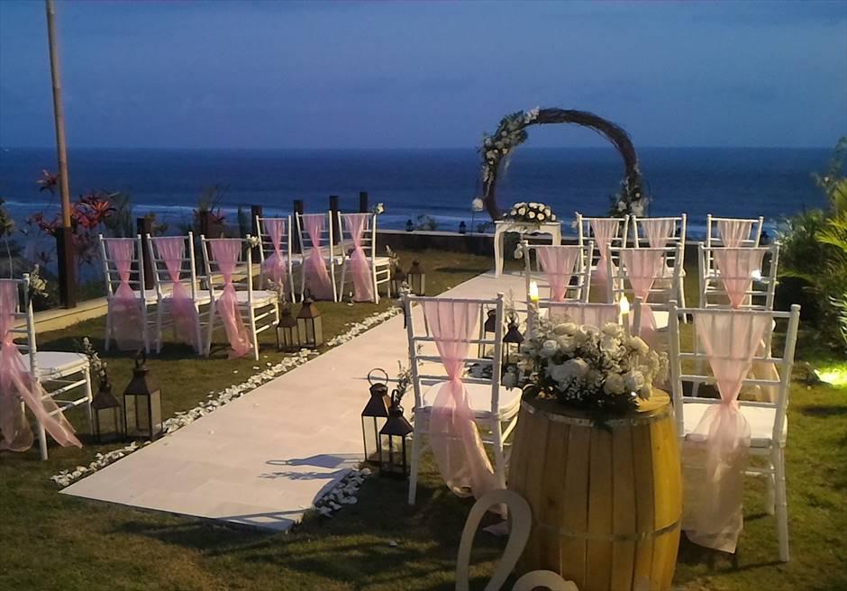 サマベ・バリ・スイート&ヴィラズ<br /> オーシャンフロント・ヴィラウェディング<br /> ヴィラ敷地内ガーデン挙式会場装飾(ナイトウェディング)