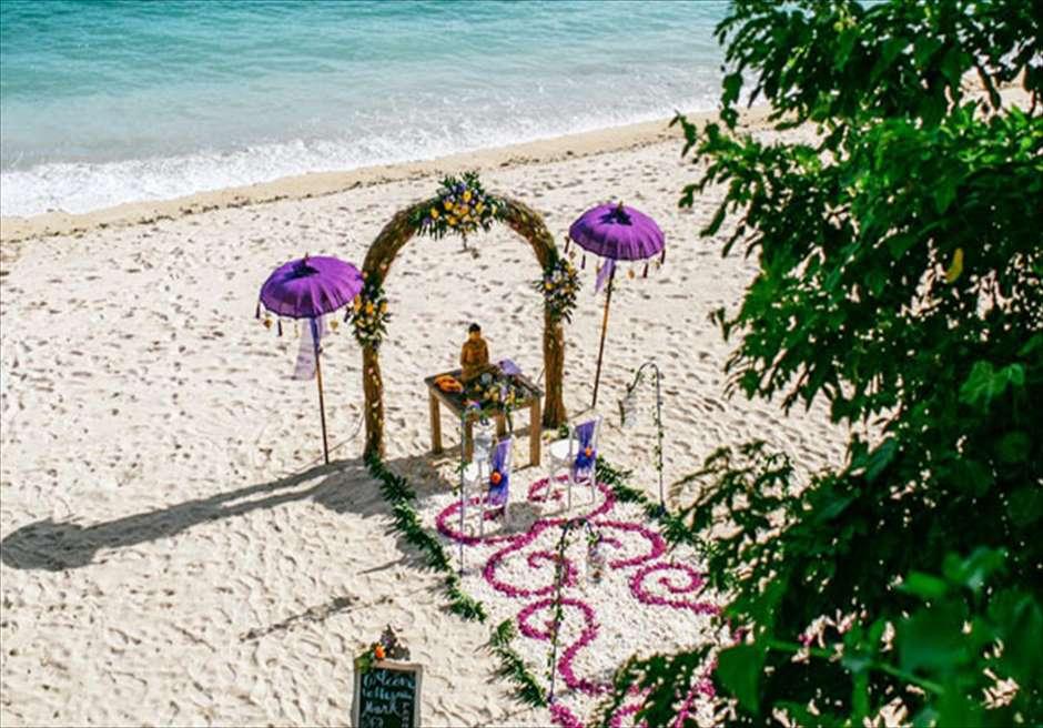 サマベ・バリ結婚式 ビーチ・ウェディング パープル挙式会場装飾