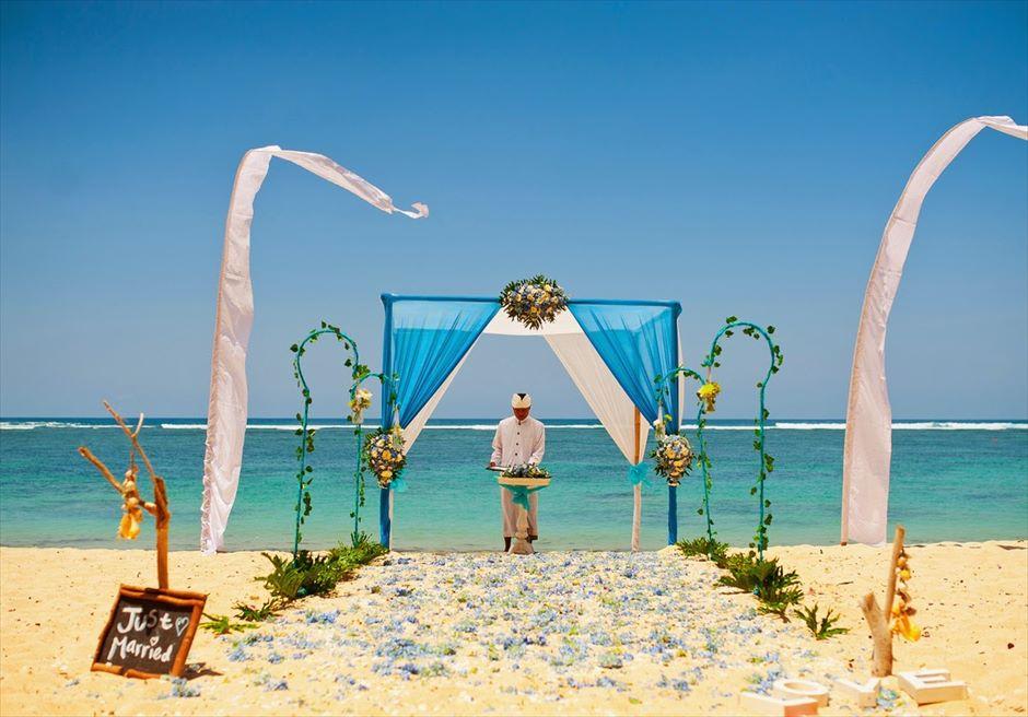 サマベ・バリ結婚式 ビーチ・ウェディング ブルー挙式会場 司式者・セレブラント