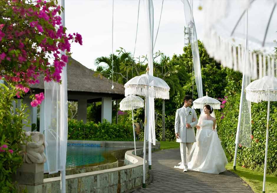 サマベ・バリ結婚式 パール・チャペル挙式・アップグレード・ウェディング 挙式会場入場シーン