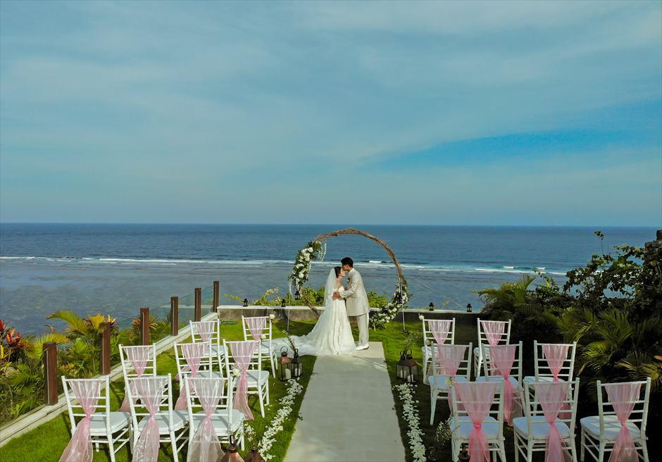 サマベ・バリ結婚式 オーシャンフロント・ヴィラ・ウェディング 絶景の挙式シーン