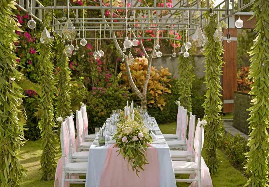 サマベ・バリ挙式 オーシャンフロント・ヴィラ・ウェディング パーティー会場装飾