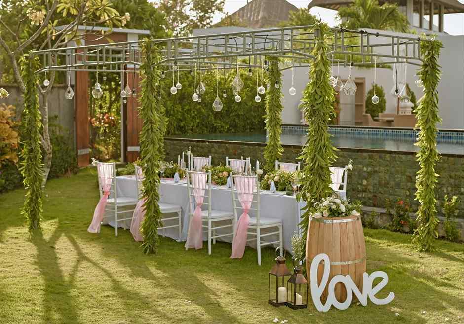 サマベ・バリ結婚式 オーシャンフロント・ヴィラ・ウェディング パーティー会場装飾