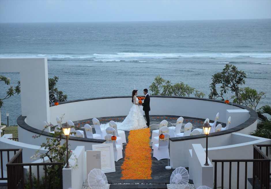 サマベ・バリ結婚式 リング・オブ・ファイアー・サンセット・ウェディング 挙式シーン