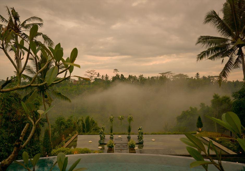 ジャンナタ・リゾート・ウブド・バリ<br /> インフィニティ・ウェディング<br /> ウブドの霧に包まれた幻想的な挙式会場<br />