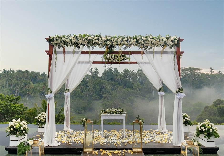 ジャンナタ・リゾート・ウブド・バリ ハスティナ・プラ・ウェディング ウェディング・アーチ生花装飾