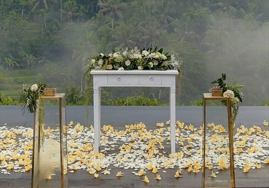 ジャンナタ・リゾート・ウブド・バリ ハスティナ・プラ・ウェディング 祭壇生花装飾