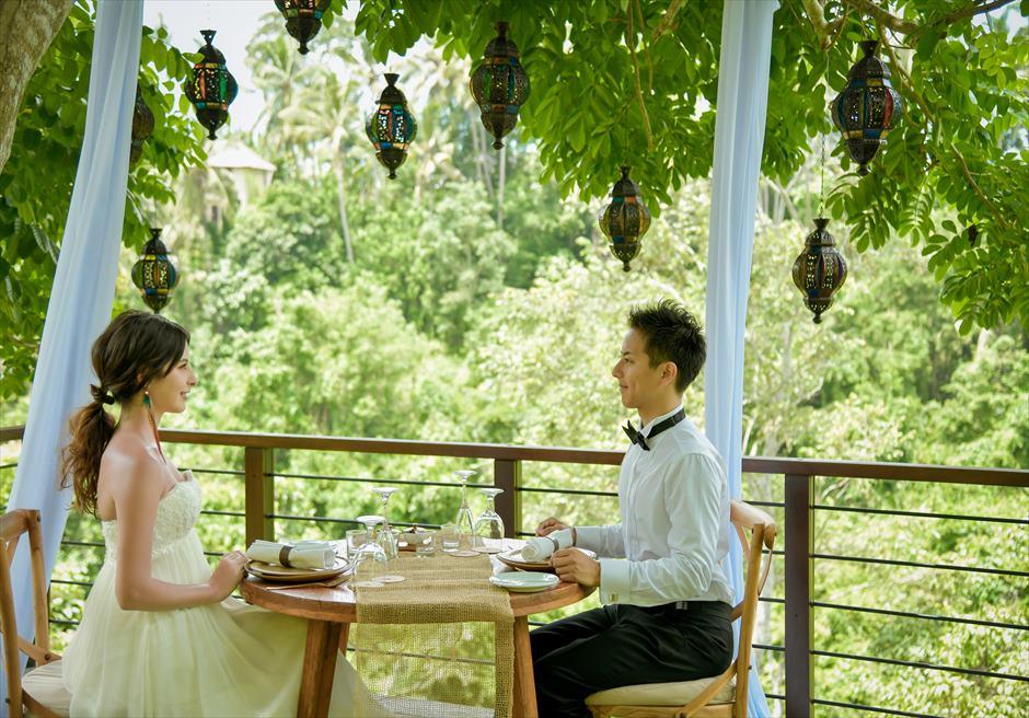 フォレスト・ウェディング 追加装飾プラン ツリーのステンド・グラス装飾 ディナー