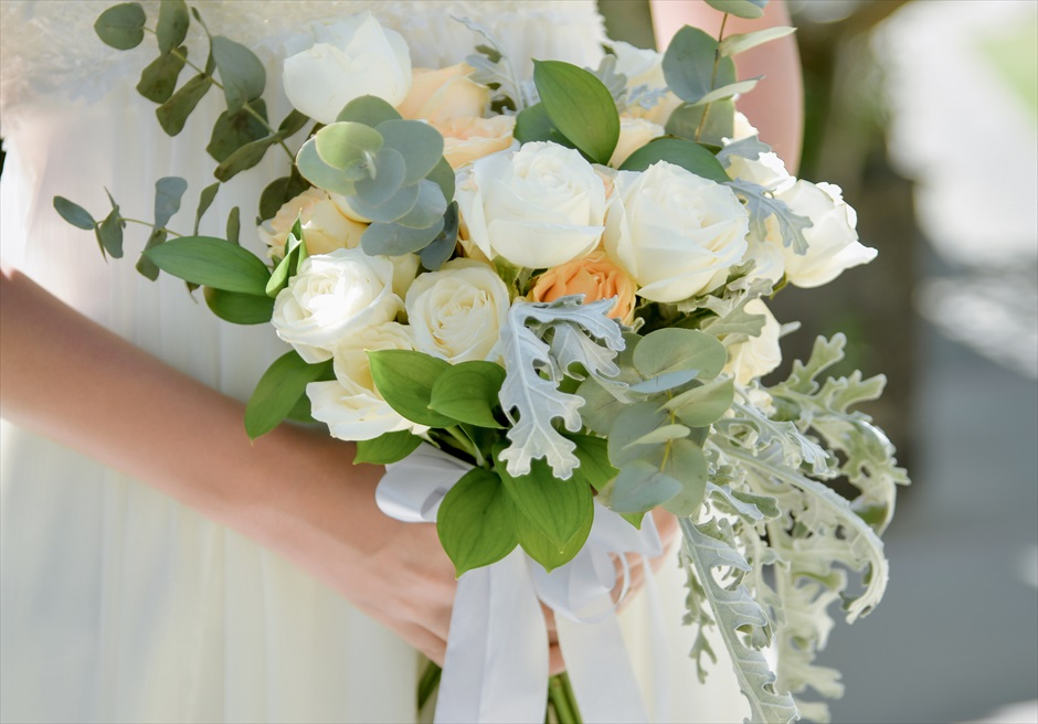カマンダル・ウブド フォレスト・ウェディング 基本プラン 挙式会場に合わせた生花のブーケ&ブートニア