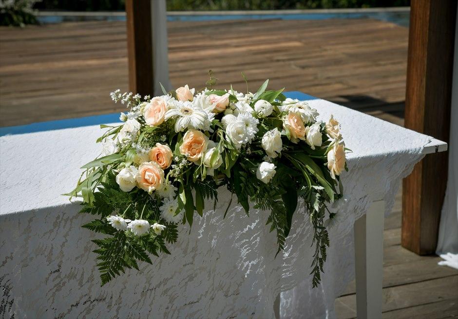 カマンダル・ウブド アルン・アルン ナチュラル・ガーデンウェディング 生花の祭壇装飾