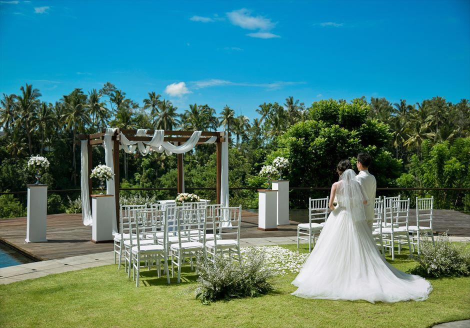 カマンダル・ウブド アルン・アルン ナチュラル・ガーデンウェディング 緑豊かな美しい挙式会場入場シーン