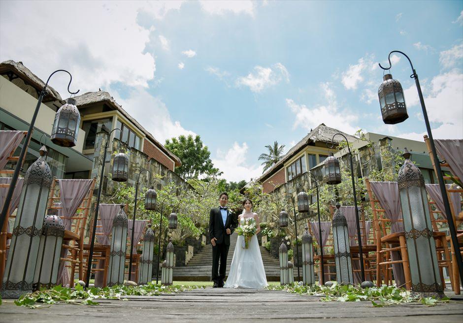 クラシカル・ガーデン・ウェディング モロカン・ランタン&グリーンリーフ シックでクラシカルなウェディングシーンを演出