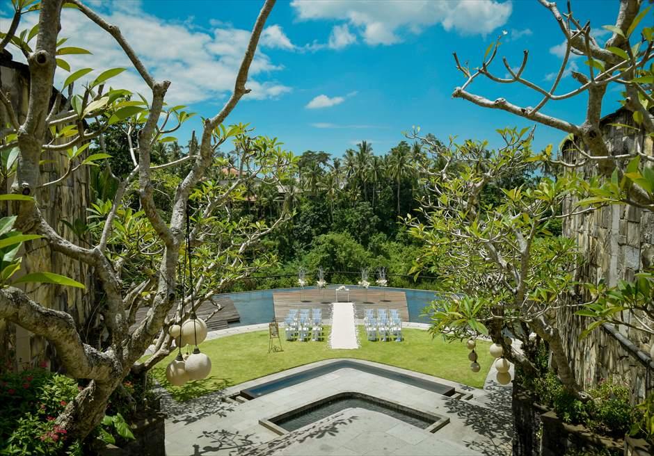 カマンダル・ウブド アルン・アルン・ガーデン トロピカル・ガーデン・ウェディング 回廊頂上より挙式会場を一望