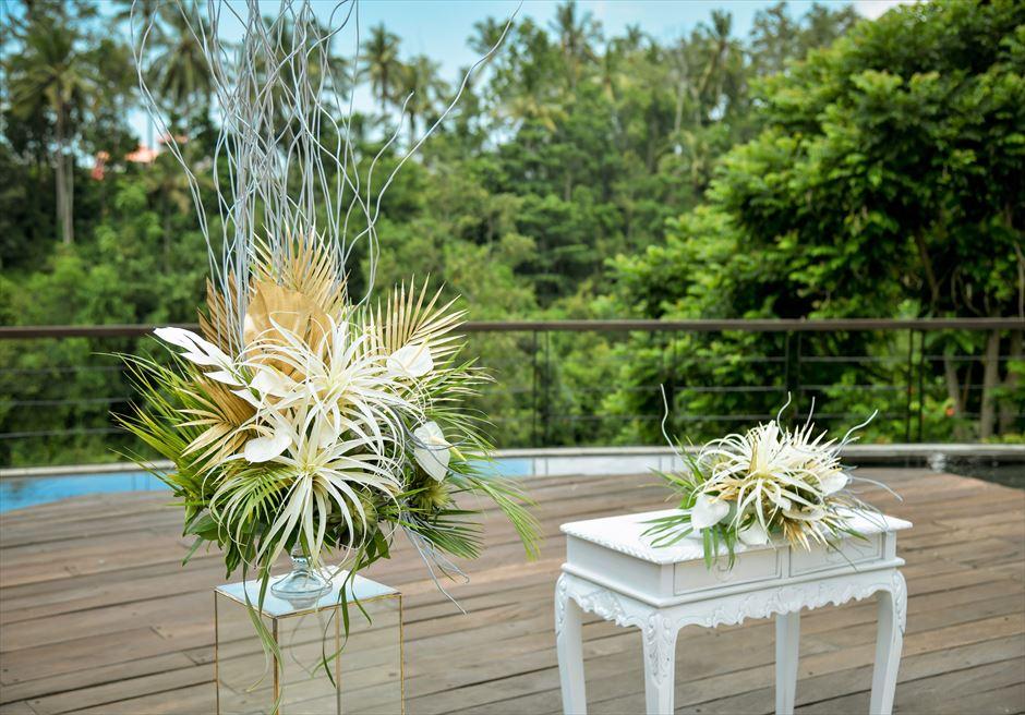 カマンダル・ウブド アルン・アルン・ガーデン トロピカル・ガーデン・ウェディング 祭壇周り生花&アートフラワー装飾