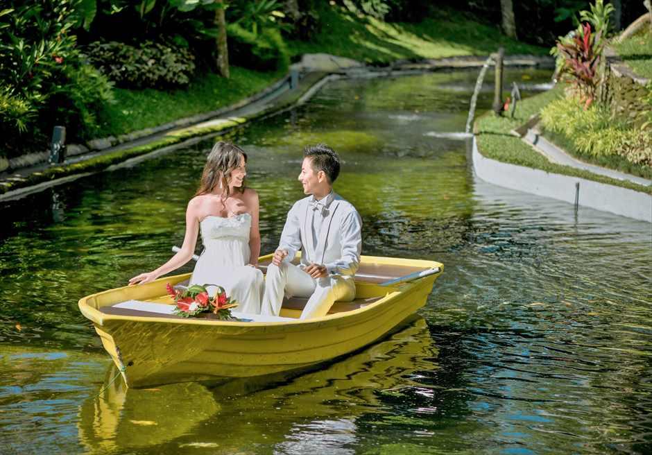 リゾート内リバーにてボート・ライディング