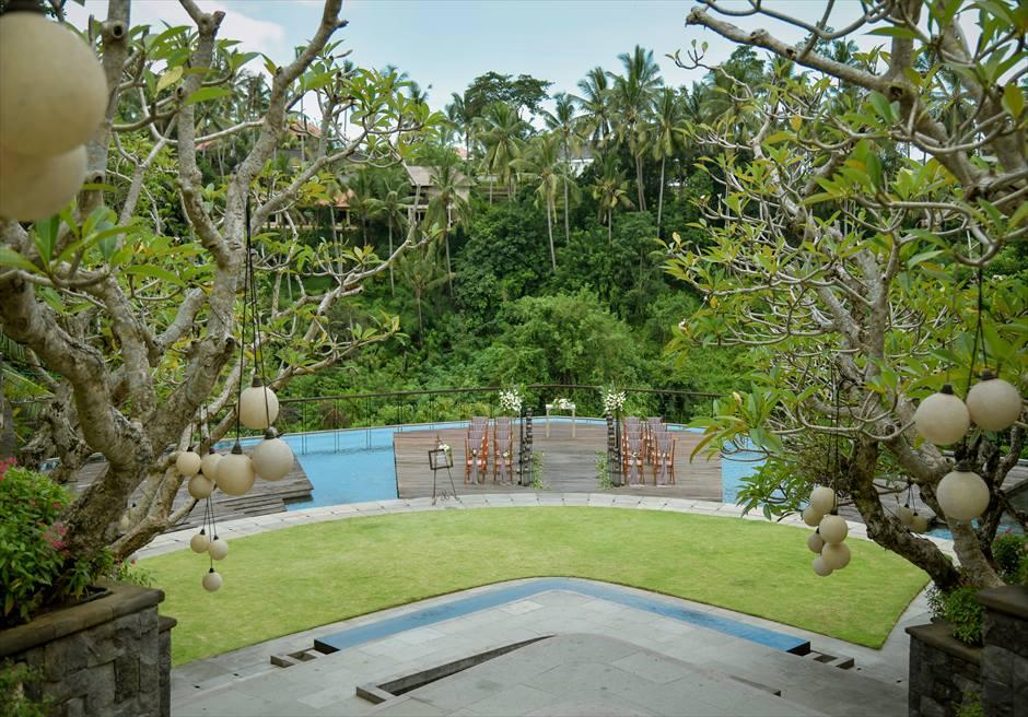 カマンダル・ウブド アルン・アルン・ガーデン クラシカル・ガーデン・ウェディング 回廊頂上より挙式会場を一望