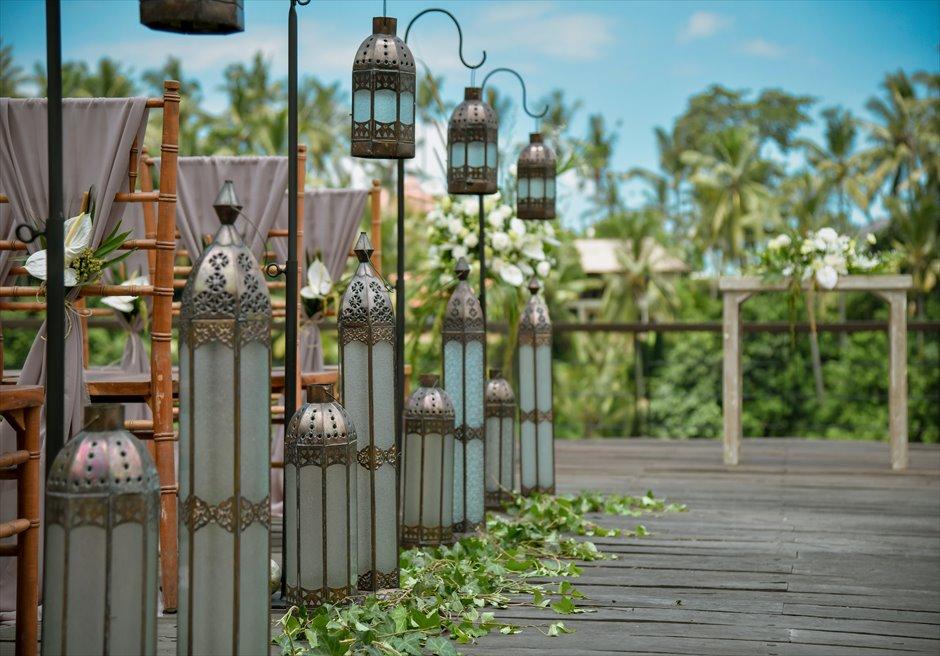 クラシカル・ガーデン・ウェディング アイルサイド装飾 モロカン・ランタン&グリーンリーフ