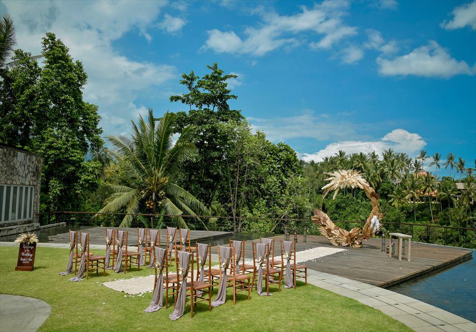 カマンダル・ウブド アルン・アルン・ガーデン エタニティ・ガーデン・ウェディング 熱帯雨林が生い茂る左舷 挙式会場全景
