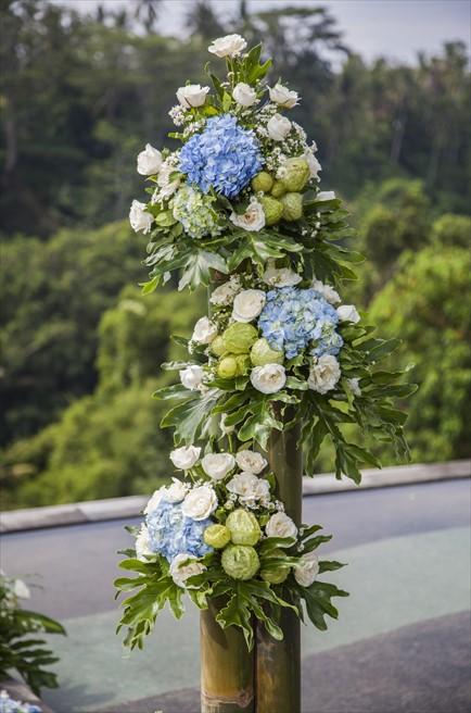 ジャンナタ・リゾート・ウブド・バリ<br /> インフィニティ・ウェディング<br /> ウェディングアーチ生花装飾(サイド)<br />