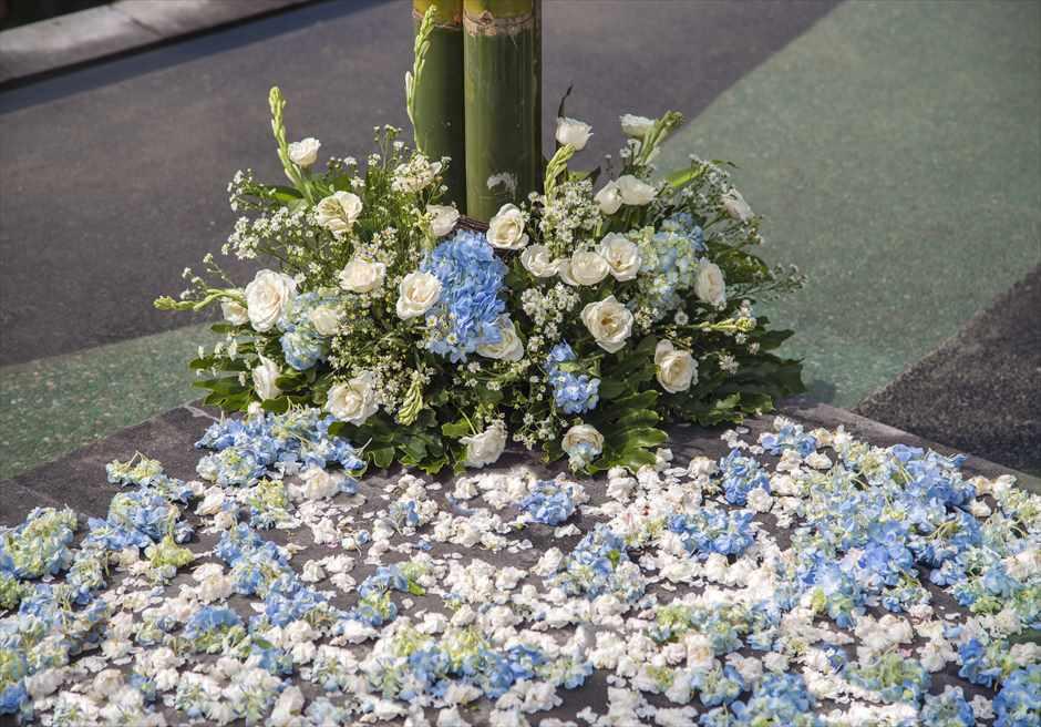 ジャンナタ・リゾート・ウブド・バリ<br /> インフィニティ・ウェディング<br /> ウェディングアーチ生花装飾(ボトム)&生花のバージンロード