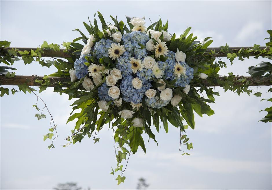 ジャンナタ・リゾート・ウブド・バリ<br /> インフィニティ・ウェディング<br /> ウェディングアーチ生花装飾(センター)<br />