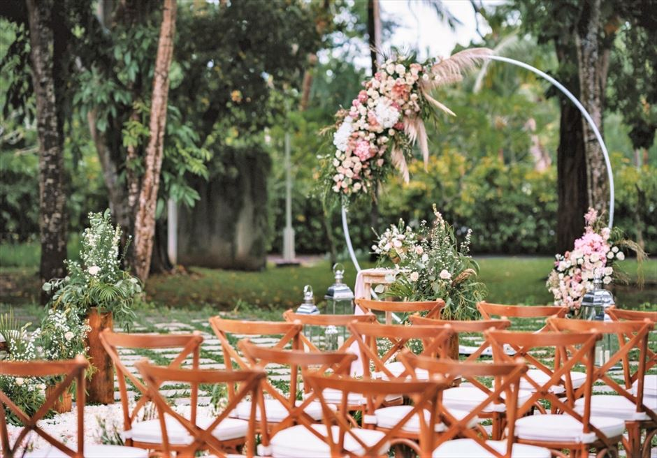 カユマニス・ヌサドゥア挙式 グリーン・パティオ・ガーデン・ウェディング セレモニーチェア&サークルアーチ