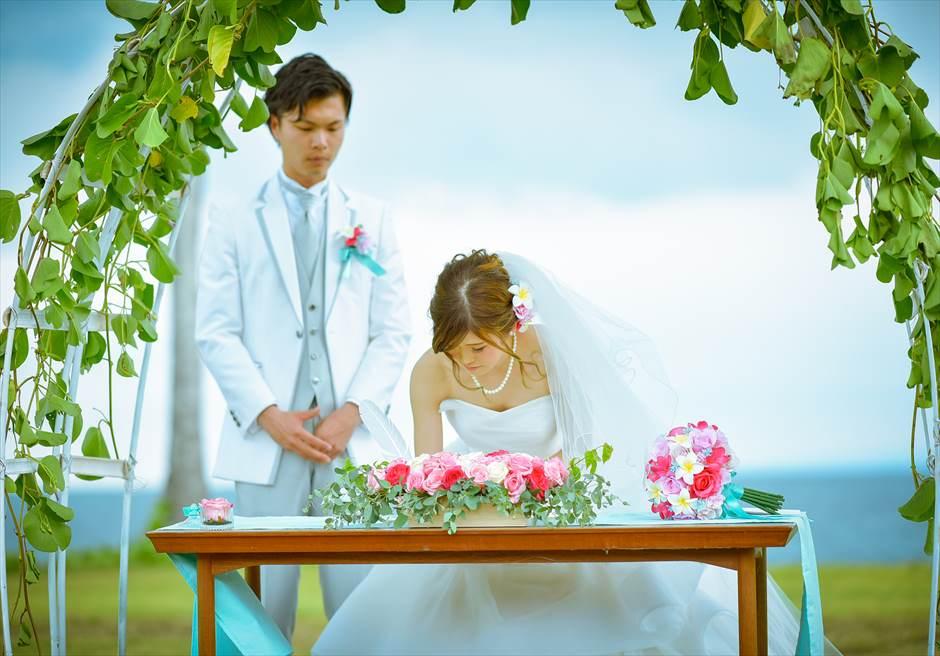 ヴィラ55・リマリマ・ヌガラ オーシャンフロント・レジデンス・ジェゴッグ・ウェディング 結婚証明書への署名