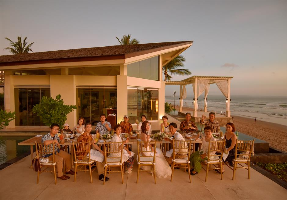 8月 挙式チャペル・オブ・ザ・スミニャック 披露宴ザ・スミニャック・ビーチ・リゾート&スパ<br>F.R.様&F.S.様