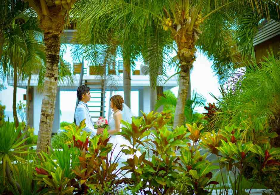 ヴィラ・エイト・リゾート・ヌガラ オーシャンフロント・スカイウェディング 東屋を望むガーデン