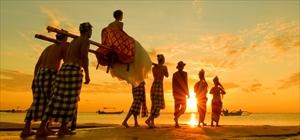 バリ島伝統神輿による入場<挙式 or パーティー><br>バユンボーイ2名、フラワーガール2名、担ぎ手4名