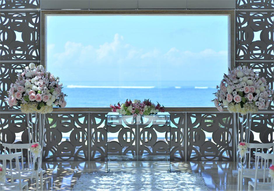 ザ・ムリア・バリ挙式 ハーモニー・チャペル・ウェディング ピンク&ホワイト 祭壇装飾