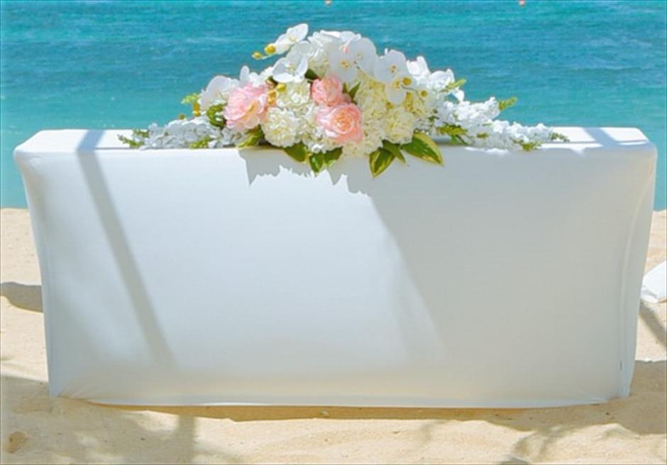 ザ・ムリア・バリ ラグジュアリー・ビーチ・ウェディング 挙式会場 祭壇装飾