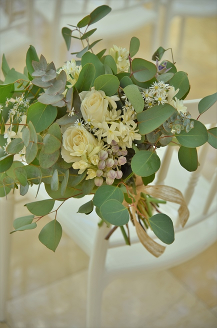ボタニカル・ウェディング セレモニーチェア アイルサイド生花装飾 高級花材&グリーンリーフを使用