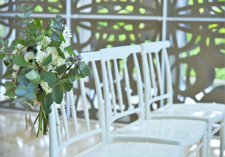 ザ・ムリア・バリ ハーモニー・チャペル ボタニカル・ウェディング セレモニーチェア アイルサイド生花装飾
