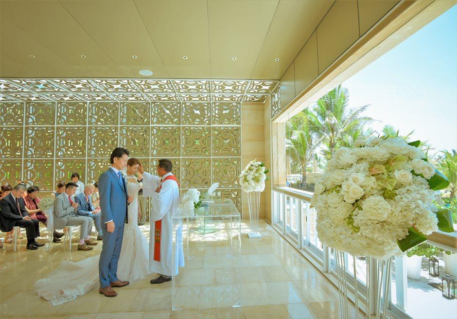 ザ・ムリア・バリ ハーモニー・チャペル ナチュラル・ウェディング ホワイト紫陽花&ローズの挙式会場装飾