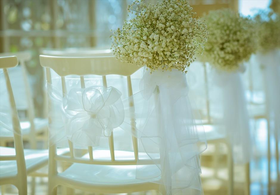 ザ・ムリア・バリ ハーモニー・チャペル ナチュラル・ウェディング オールホワイトの花材を使用した挙式会場装飾
