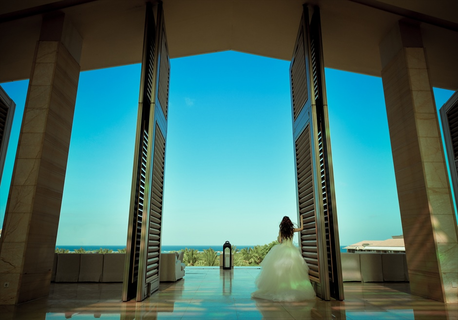 ムリア・リゾート・ウェディング 幻想的なロビーにて挙式後撮影