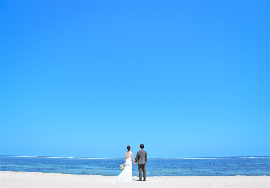 ムリア・リゾート前に広がる広大な白砂ビーチ・フォトウェディング