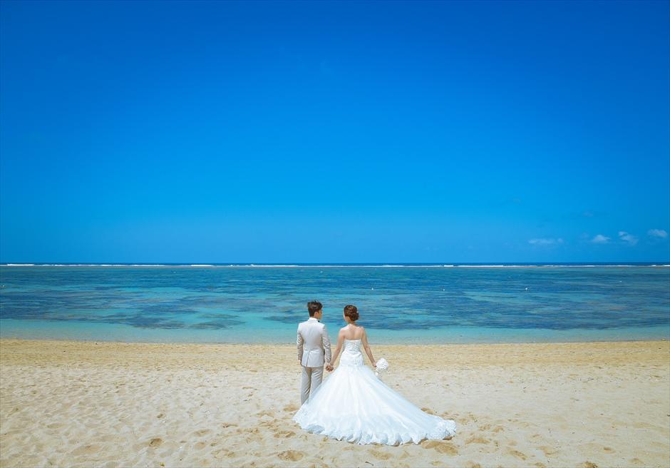 ムリア・リゾートの透明度の高い真っ青な海 フォト・ウェディング