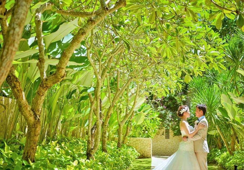 ザ・ムリア・バリ緑豊かなガーデンにてフォトウェディング
