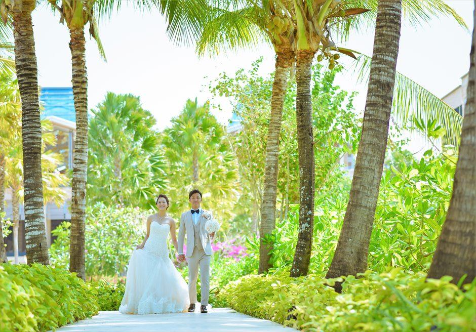 ムリア・バリ挙式前撮影 熱帯雨林が生い茂るリゾート内ガーデン
