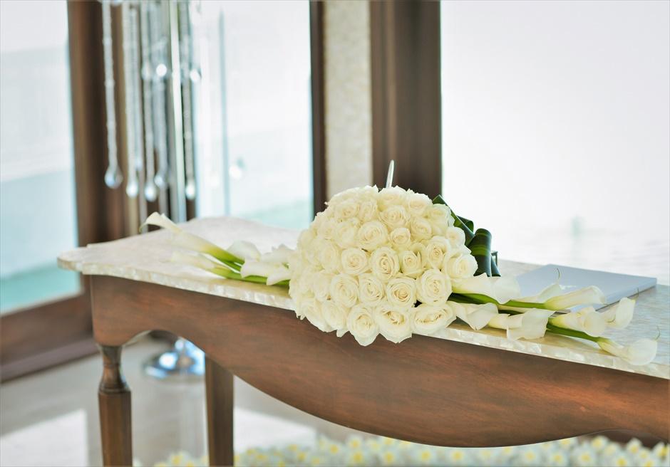 セント・レジス・バリ クラウド・ナイン・チャペル・ウェディング 生花センターピース ローズ&カラーリリー