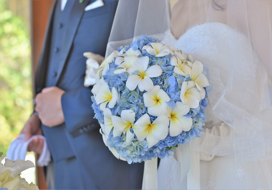 クラウド・ナイン・チャペル オールブルー・ウェディング 生花のブーケ&ブートニア ブルーあじさい&プルメリア