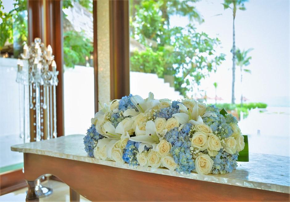 クラウド・ナイン・チャペル セント・レジス・バリ オールブルー・ウェディング 祭壇 生花装飾