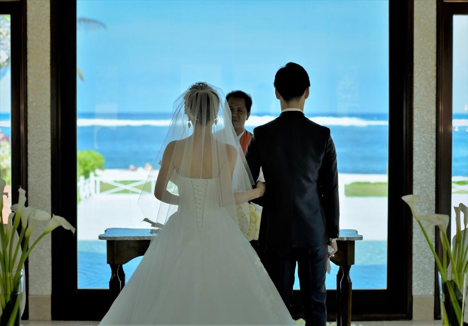 セント・レジス・バリ クラウド・ナイン・チャペル・ウェディング ビーチフロント 挙式シーン