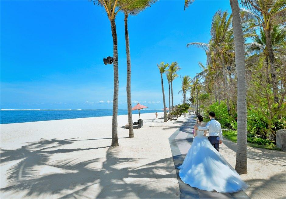 セント・レジス・バリバリ随一に美しく広大なビーチフォト・ウェディング