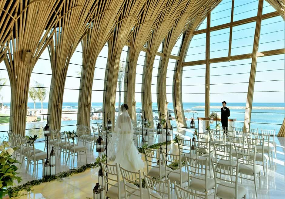 ジ・アプルヴァ・ケンピンスキ・バリ挙式 クラシック・ウェディング 目の前に美しい海が広がる挙式シーン
