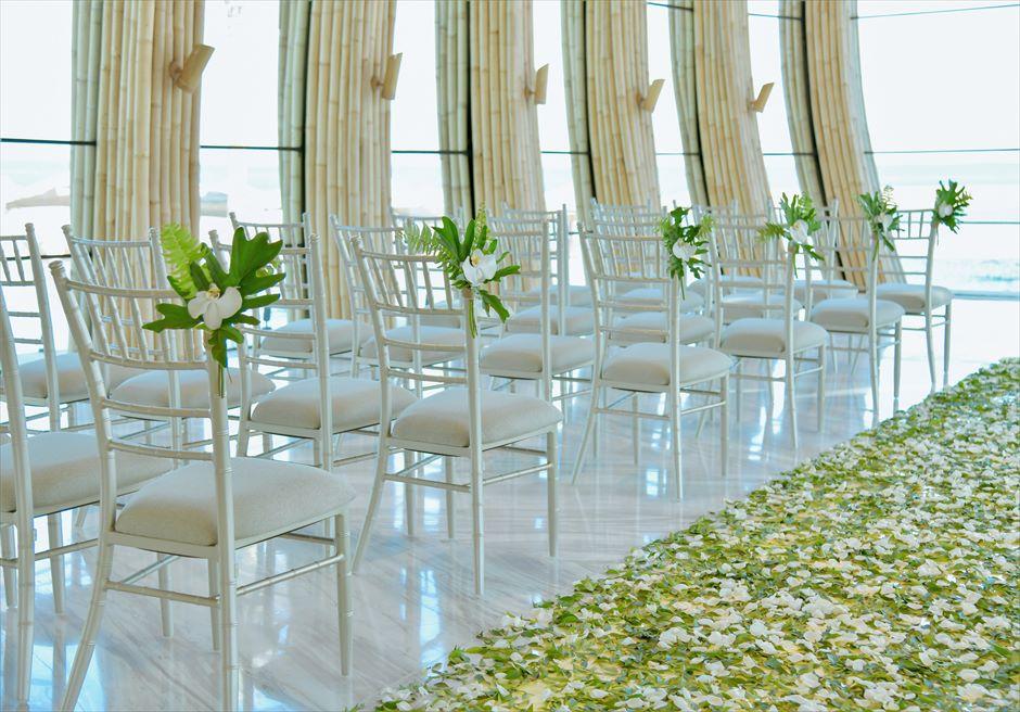 アプルヴァ・オーシャンフロント・チャペル アップグレード・ウェディングB セレモニーチェア&フラワー装飾